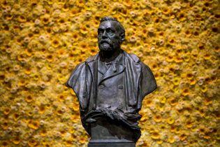Нобелівську премію з медицини вручили за дослідження гепатиту