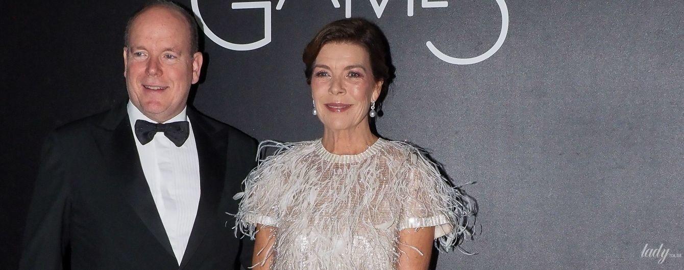 Вся в пір'ї: принцеса Монако Кароліна з князем Альбером II сходила до казино