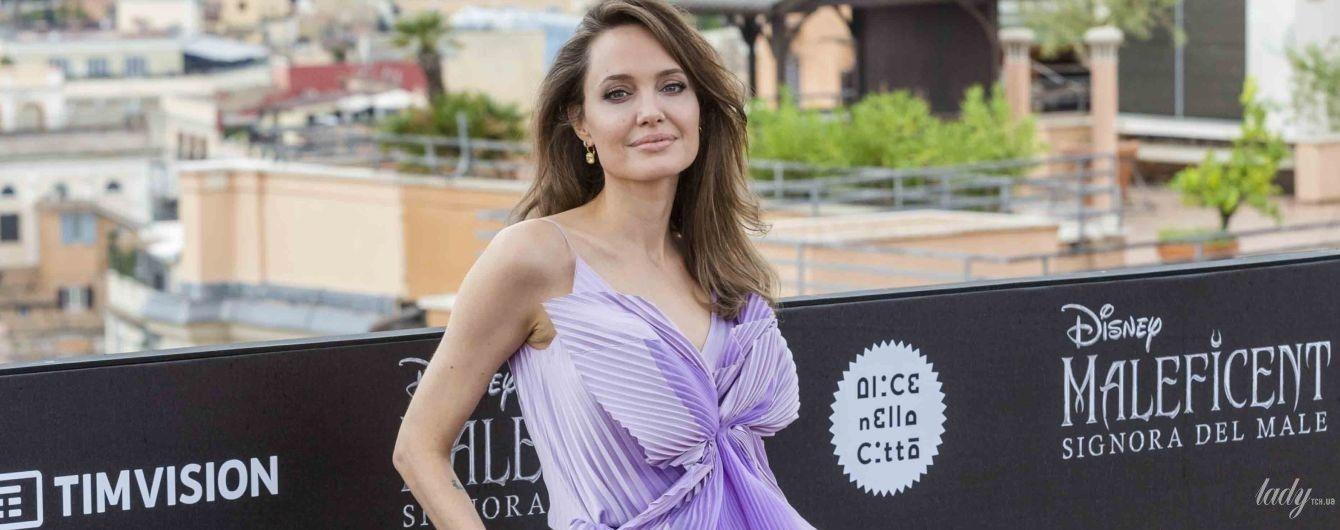 Приїхала до Рима: Анджеліна Джолі у луці від Givenchy блищала на фотоколі