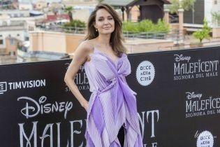 Приехала в Рим: Анджелина Джоли в луке от Givenchy блистала на фотоколле