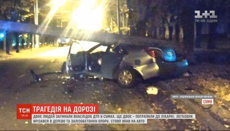 У Сумах на машину впав стовп: двоє людей загинули, ще двоє - у лікарні