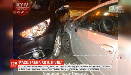 В столице разыскивают водителя, который совершил масштабное ДТП и скрылся