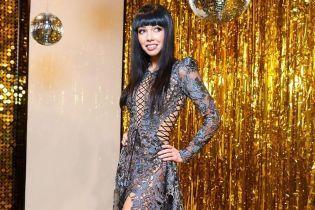 Ух, какая: Екатерина Кухар в прозрачном платье похвасталась стройными ногами