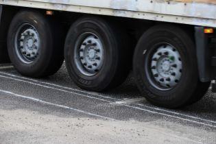 В Житомире водитель грузовика сбил девушку и поехал дальше