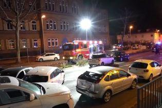 В Германии мужчина угнал грузовик и протаранил несколько легковушек: 9 пострадавших
