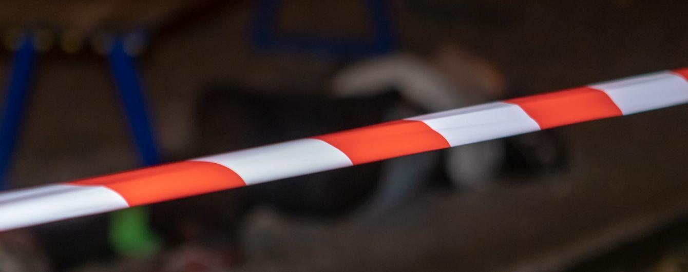 На Днепропетровщине нашли тела двух мужчин: на детской площадке и на обочине