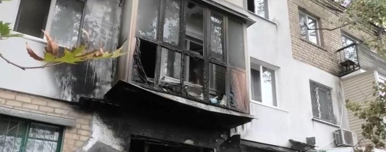 У Херсоні через запалену свічку згоріла квартира: людей дивом врятували