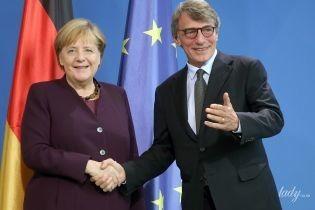 В баклажановом жакете и с любимым ожерельем: Ангела Меркель на встрече с президентом Европарламента