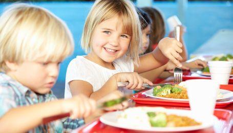 Школьное питание: чем кормят детей в садиках и школах разных стран мира