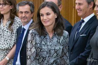 Вся в питоне: королева Летиция на приеме во дворце Сарсуэлла
