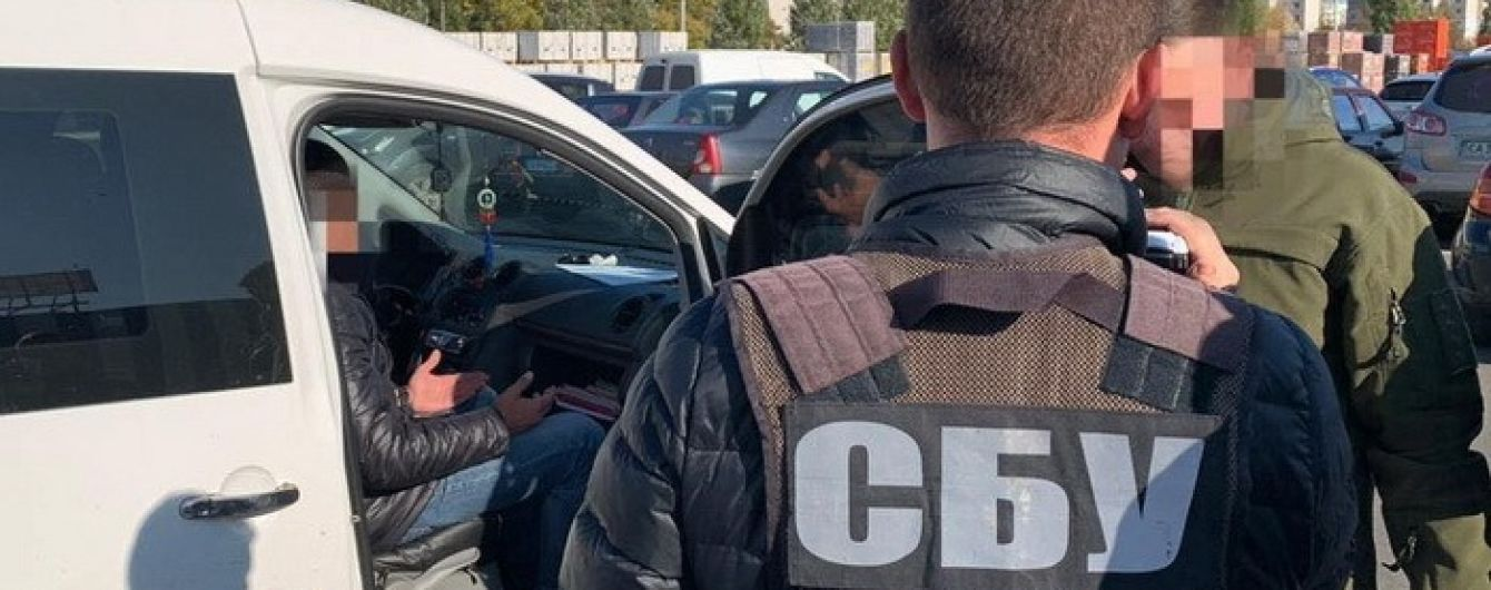 У Черкасах начальника податкової інспекції затримали на хабарі у 99 тис. грн