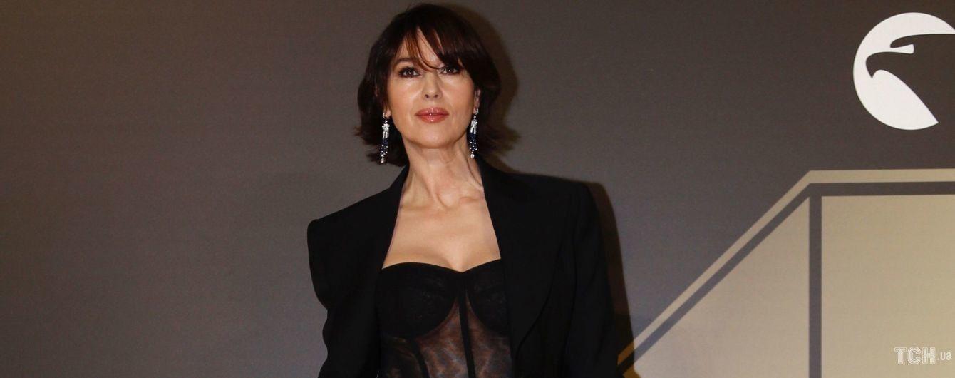У прозорому корсеті і з новою стрижкою: розкішна Моніка Беллуччі на вечірці в Римі