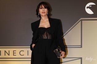 В прозрачном корсете и с новой стрижкой: роскошная Моника Беллуччи на вечеринке в Риме