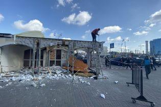 В Киеве на вокзале демонтируют МАФы