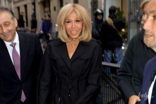 В черном платье-пальто и на шпильках: элегантный образ Брижит Макрон