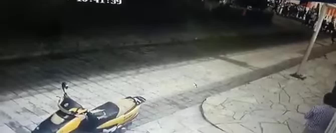 Привязали к пикапу и таскали по улицам. В Мексике мэра наказали за плохие дороги