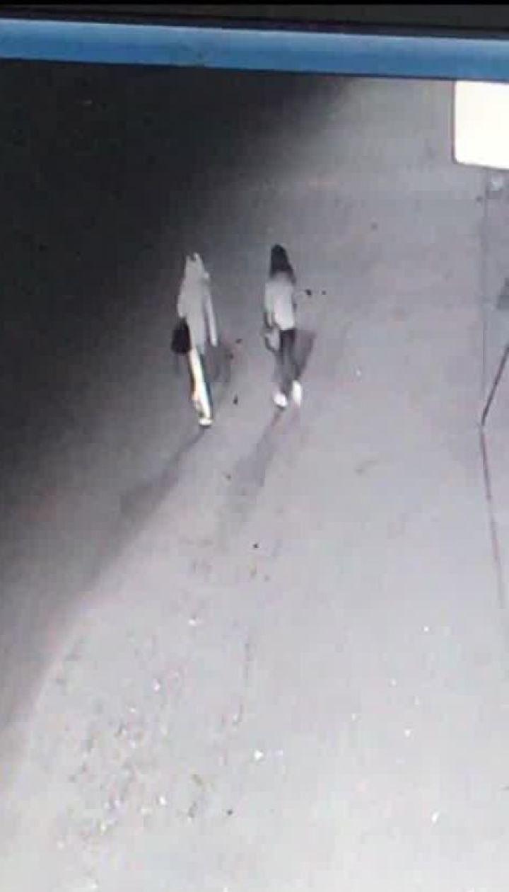 На Київщині двох сестер на смерть збили на дорозі