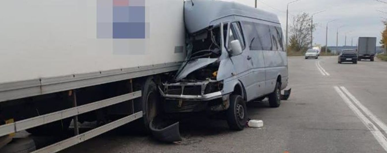 Водителю маршрутки, который в Запорожье врезался в фуру, затягивают избрание меры пресечения