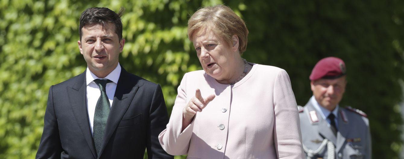 """Зеленский телефону переговорил с Меркель о Донбассе и встрече в """"нормандском формате"""""""