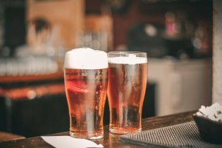 Украинцы отказываются от алкоголя, но стали пить больше пива