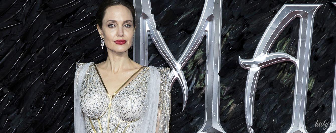 """У вечірньому луці та з дітьми: Анджеліна Джолі на лондонській прем'єрі """"Малефісенти"""""""