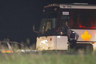 В Канаде перевернулся пассажирский автобус: 13 пострадавших