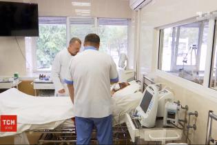 Тяжелая минно-взрывная травма и две остановки сердца: в Днепре врачи борются за жизнь бойца ВСУ