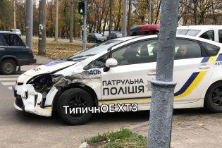 В Харькове столкнулись минибус и машина полицейских. Видео