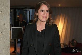 В черном пиджаке и узких брюках: принцесса Евгения на премьере фильма в Лондоне