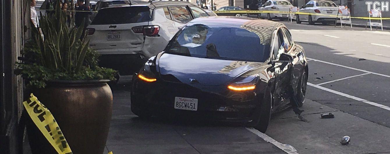 """""""Божевільний п'яний водій"""". Автопілот Tesla піддали жорсткій критиці"""