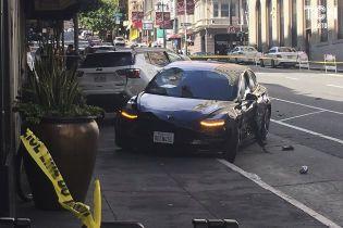 """""""Сумасшедший пьяный водитель"""". Автопилот Tesla подвергли жесткой критике"""
