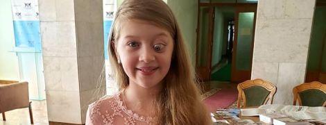 Доброякісна пухлина забрала у Богдани зір і заважає повноцінно жити