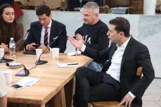Зеленский поздравил сотрудников радио и телевидения и рассказал о важности их работы
