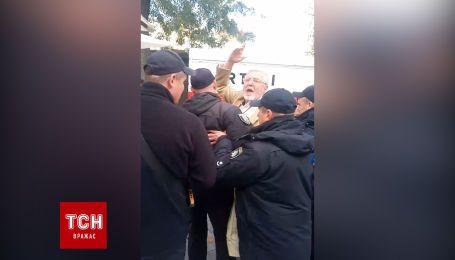 Чоловіка затримала поліція на пресмарафоні Зеленського