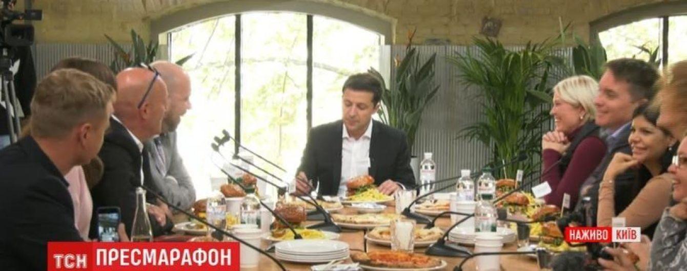 """""""Угощает госбюджет"""". Чем кормили журналистов во время пресс-марафона с Зеленским"""