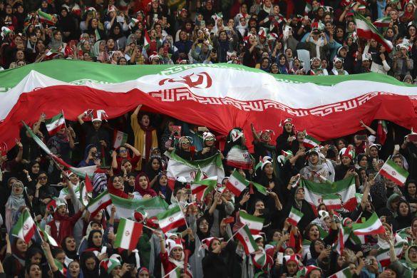 Іранські жінки на футболі