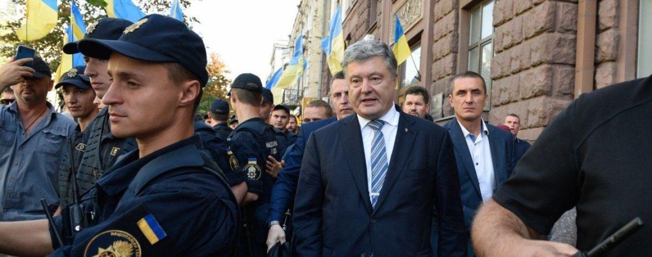 Суд ухвалив рішення про примусове доправлення Порошенка на допит