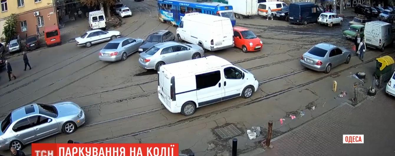 Одесситка, которая прославилась на всю Украину из-за парковки на трамвайном пути, извинилась за неудобства