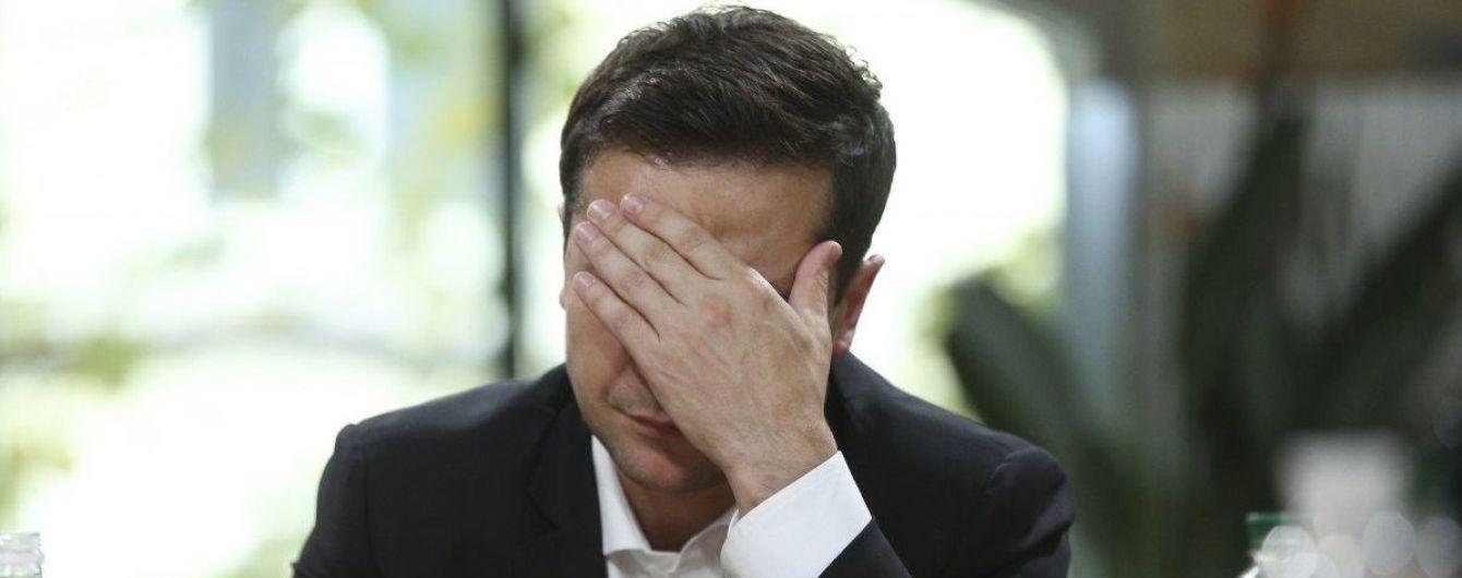 Візит Зеленського спричинив скандал: херсонські ЗМІ публікують порожні сторінки через непрозору акредитацію