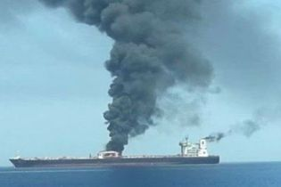 Иранский танкер в Красном море взорвался из-за ракетных ударов – СМИ