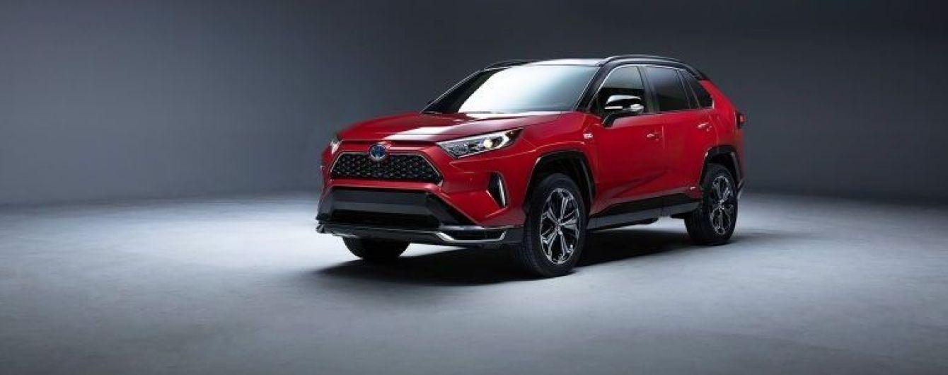 Toyota представит обновленный гибридный кроссовер RAV4