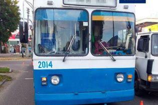 В Черкассах троллейбус наехал на ребенка, внезапно выбежавшего на переход