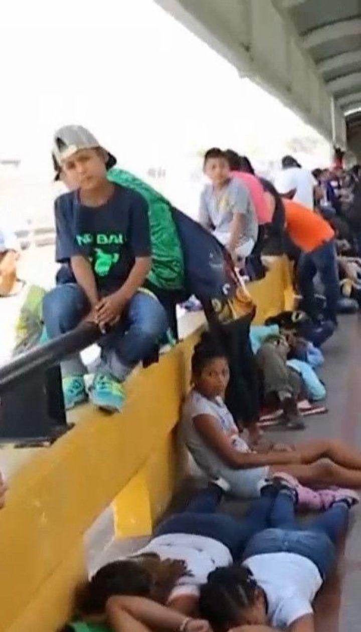 Лагерь посреди моста: мигранты разбили палаточный городок на границе Мексики и США
