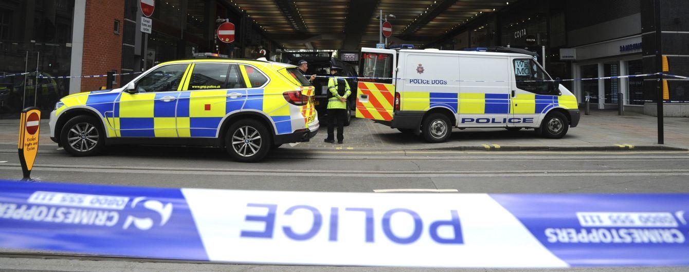 У Манчестері чоловік з ножем накинувся на відвідувачів торговельного центру