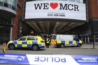 В Манчестере мужчина с ножом набросился на посетителей торгового центра
