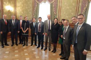 """Послы стран G7 провели """"откровенную"""" встречу в Офисе Зеленского"""