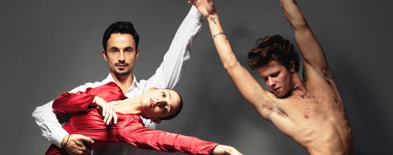 Дама в красном платье и мужчина с обнаженным торсом: Александр Стоянов снялся в фотосессии с американскими артистами