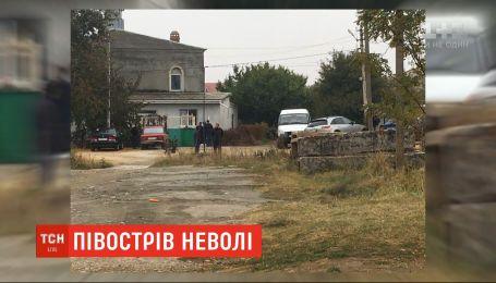 Российские оккупанты в Крыму ворвались в мечеть во время молитвы
