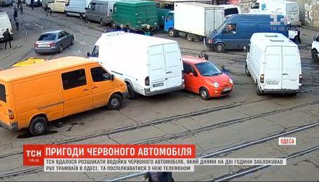 Одесситка, которая накануне заблокировала движение трамваев, извинилась за неудобства
