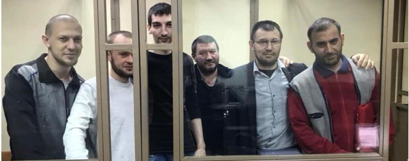 Російський прокурор просить майже сто років колонії для шести кримських мусульман